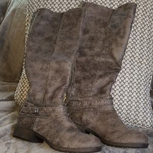 SO Gray Boots Size 10